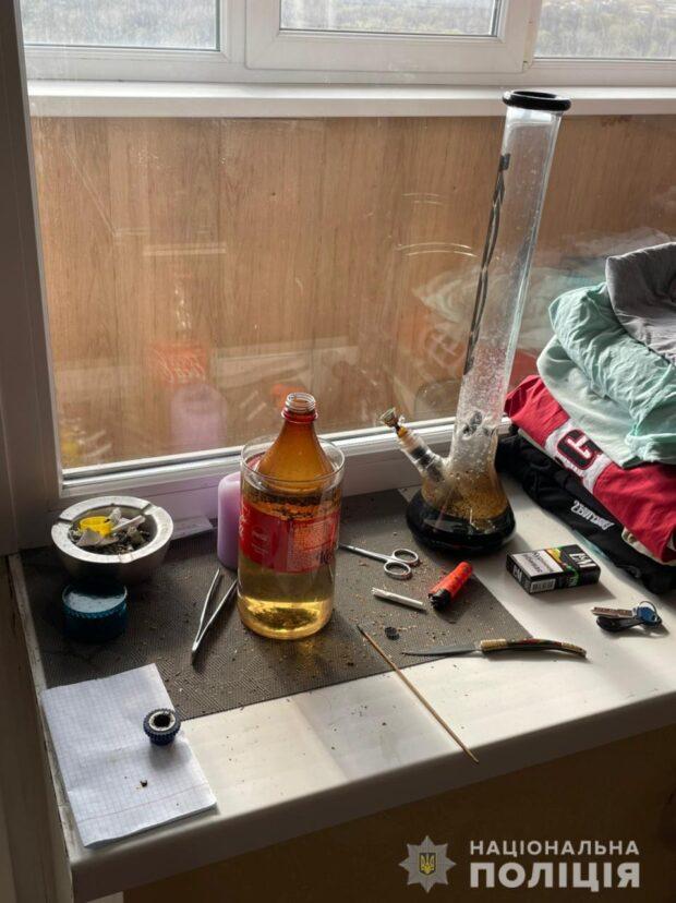 В Харькове мужчина продавал наркотики и устроил в своей квартире наркопритон