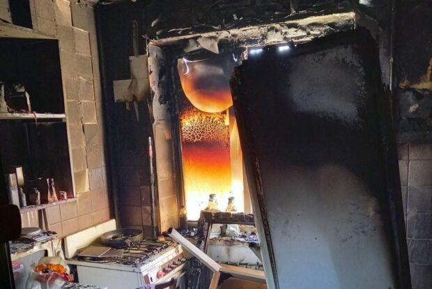 В Харькове во время пожара в пятиэтажном жилом доме спасатели эвакуировали пять человек