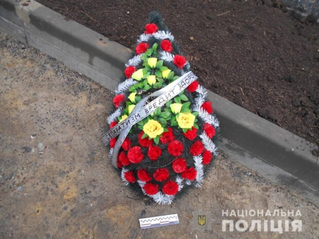 В полиции рассказали подробности поджога автомобилей с похоронными венками в Киевском районе