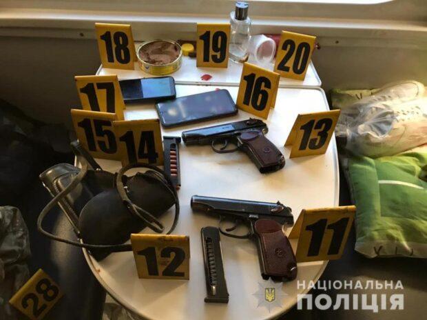 На Харьковщине в поезде двое военнослужащих устроили стрельбу