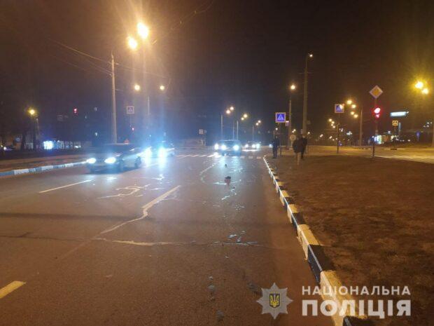 В Харькове под колесами автомобиля погиб сотрудник полиции: перебегал дорогу на красный