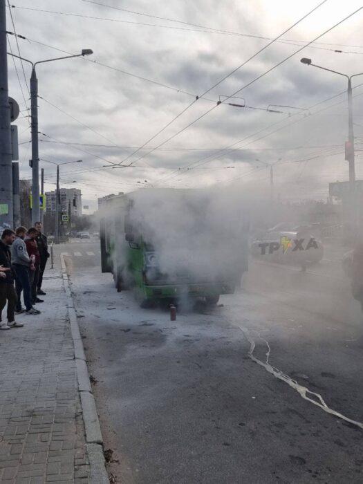 В Харькове из-за замыкания проводки загорелась маршрутка