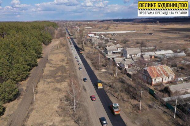 На дороге Харьков - Липцы - Борисовка восстанавливают почти 6-километровый участок