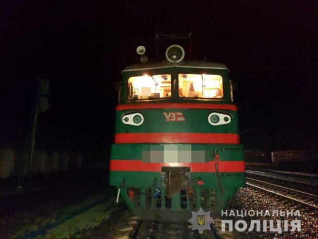 Под Харьковом под колесами поезда погиб мужчина