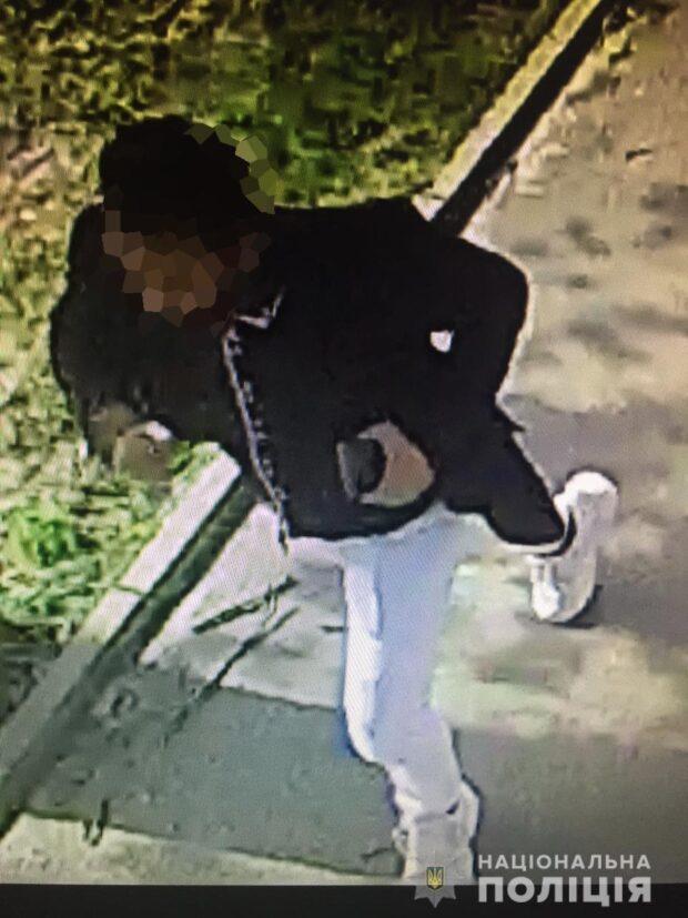В Харькове марокканец выхватил у мужчины из рук телефон и убежал