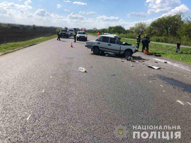 Под Харьковом автомобиль въехал в грузовик: погибло два человека