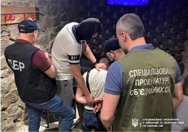 В Харьковской области пограничник взял взятку за снятие запрета на въезд в Украину – прокуратура