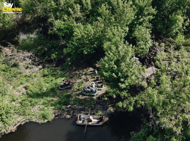 На реке Уды волонтеры расчистили мусорный остров