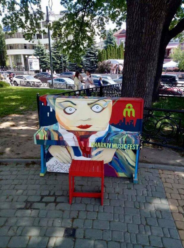На улицах Харькова до июля будут стоять расписанные пианино