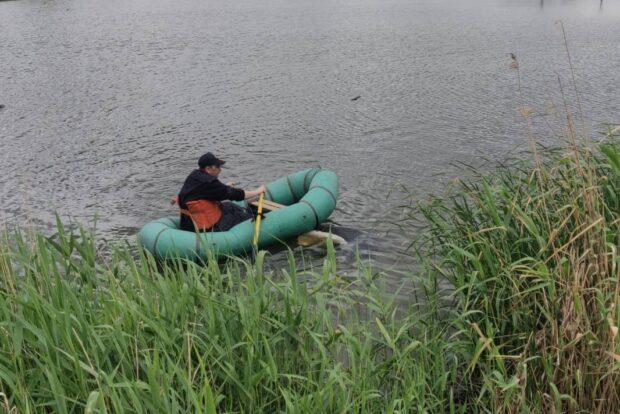 В Харьковской области спасатели достали из пруда тело женщины, которая исчезла несколько дней назад