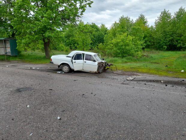 Под Харьковом в результате ДТП автомобиль разорвало на две части