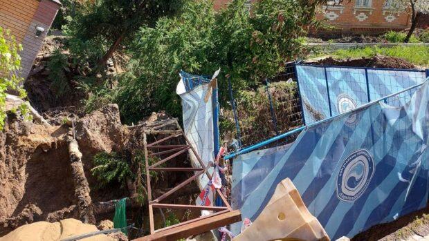 В Харькове прорвало трубу водоканала: подтопило частные дома