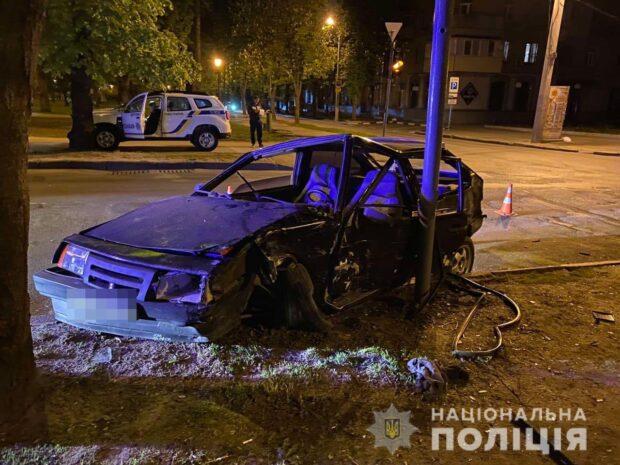 В результате столкновения автомобилей на ХТЗ пострадали два человека