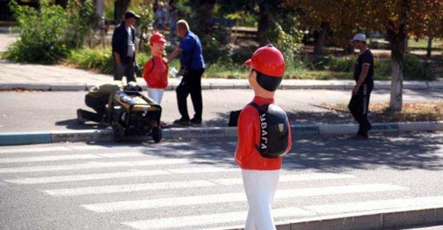 В Харькове возле пешеходных переходов установят фигуры школьников
