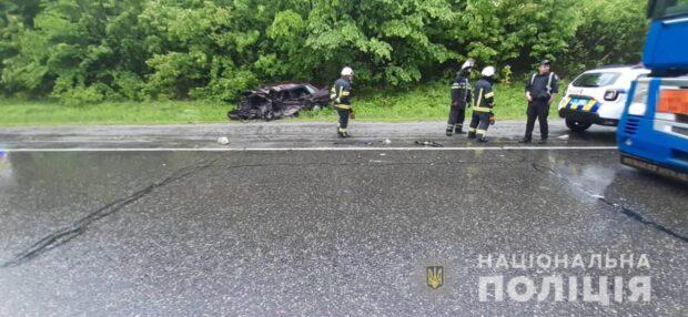 Под Харьковом в результате лобового столкновения легкового автомобиля и грузовика погиб мужчина