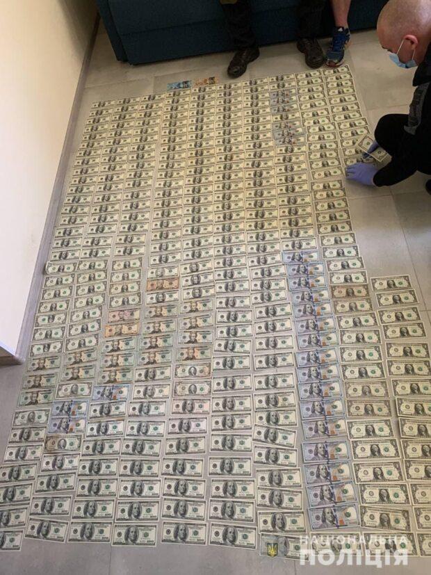 Вынесли из пункта обмена валют 1,6 млн гривен: подозреваемым сообщили о подозрении