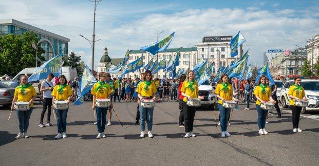 В Харькове болельщики устроили автопробег и шествие перед футбольным матчем