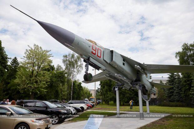В ХАИ отметили 91-летие и открыли памятник истребителю