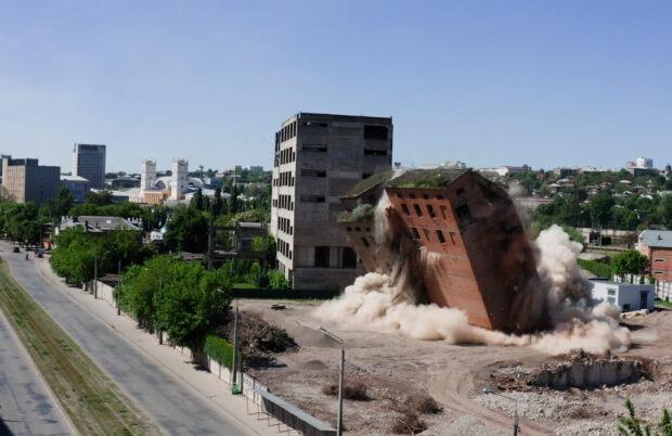 В Харькове взорвали последнее здание заброшенного элеватора