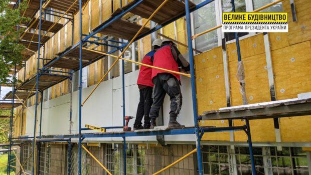В Областной детской больнице №1 восстанавливают фасад