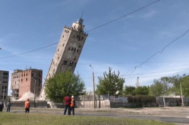В Харькове взорвали башню заброшенного элеватора
