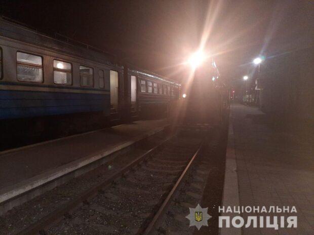 Под Харьковом пьяный мужчина упал под электричку