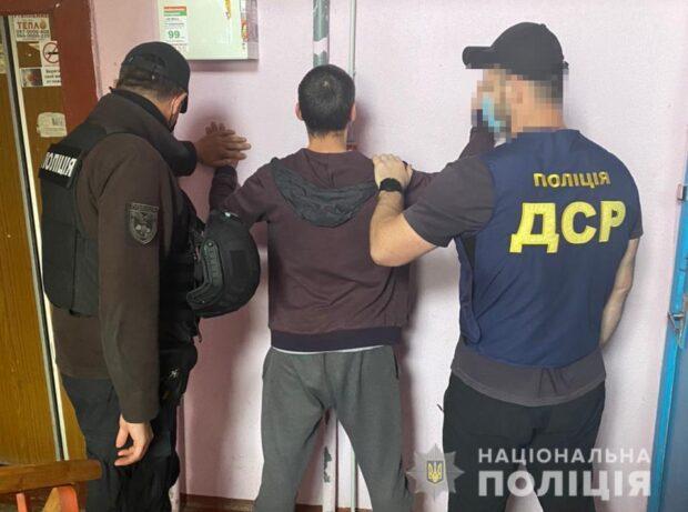 В Харькове псевдополицейские вымогали с наркозависимых деньги, похищали людей и угоняли автомобили
