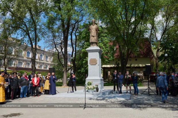 В Харькове открыли памятник митрополиту Никодиму