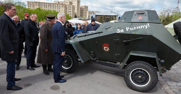 В Харькове прошла выставка военной техники и ретроавтомобилей