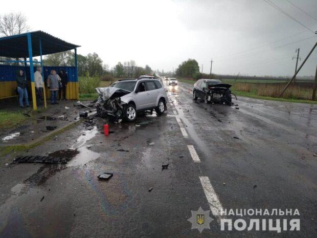 Под Харьковом в результате лобового столкновения автомобилей погиб пассажир автомобиля