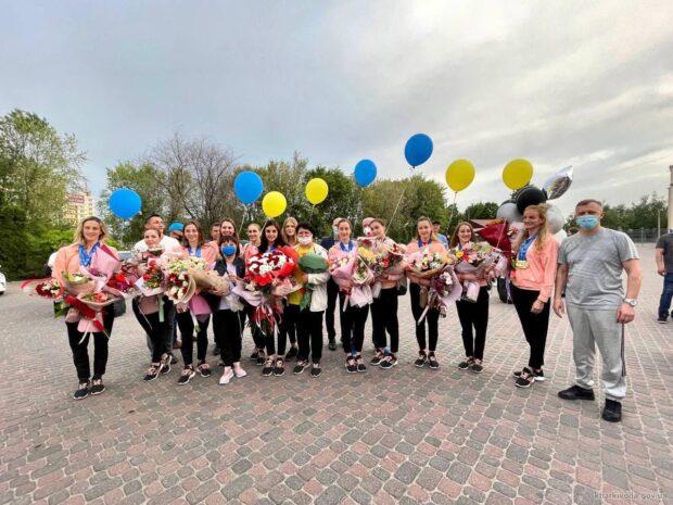 В Харькове встретили чемпионок Европы по синхронному плаванию
