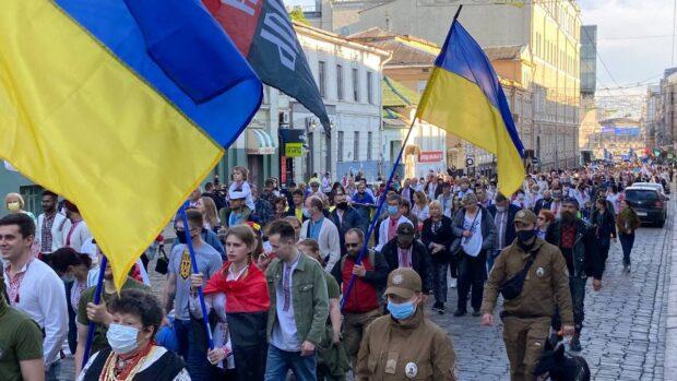 В Харькове состоялся парад вышиванок