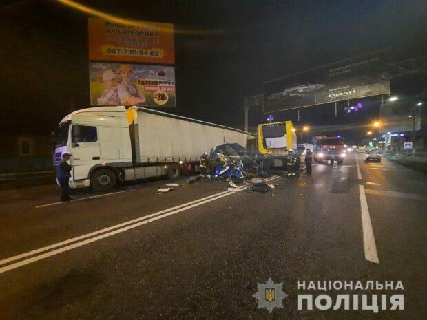 Под Харьковом фура въехала в грузовик: пострадала женщина