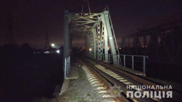 В Харькове на железнодорожном мосту погибла 13-летняя девочка
