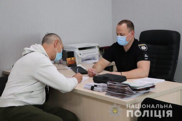 В Харькове мужчина пытался продлить разрешение на оружие по поддельной справке