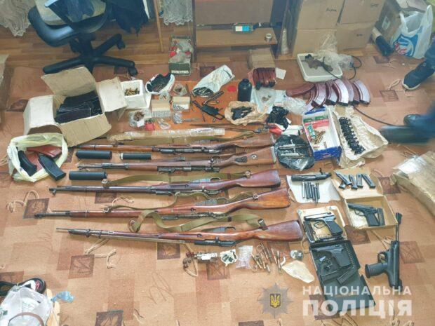 Под Харьковом у мужчины, которого судили за незаконное обращение с оружием, нашли арсенал оружия