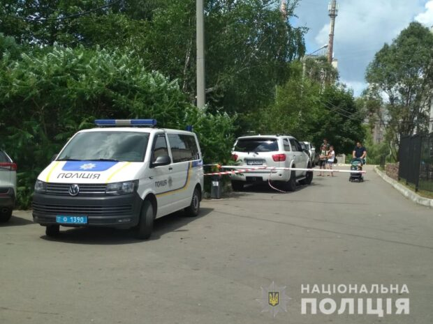 Стрельба на Салтовке: пострадавшего прооперировали, он в тяжелом состоянии - СМИ