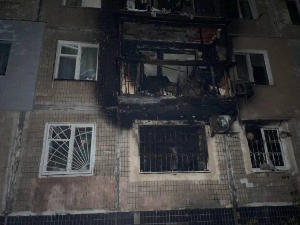 В Харькове горела квартира в многоэтажке: спасатели эвакуировали девять человек и спасли троих (фото)