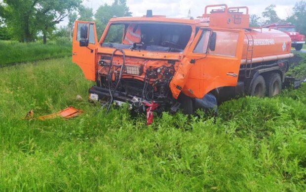 В Харьковской области в результате лобового столкновения Газели и Камаза погиб один из водителей