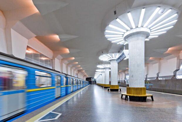 В Харькове иностранец бросился под поезд метро