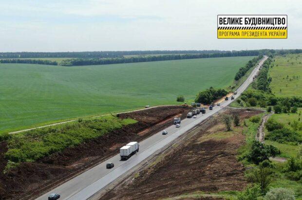 На окружной дороге на 32,7 км положили асфальтобетонное покрытие в выравнивающем слое
