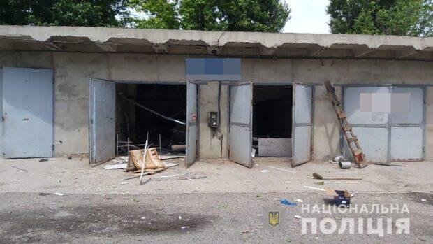 В Харьковской области неизвестные обокрали гараж, а после взорвали его