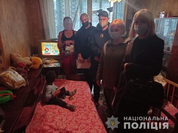 В Харькове полицейские выписали два админпротокола женщине, которая била ребенка