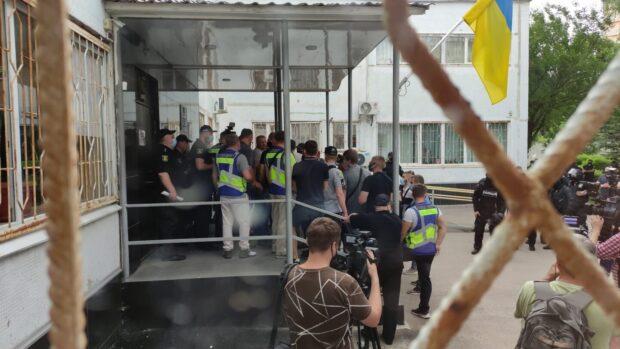 В Харькове возле райсуда произошла потасовка
