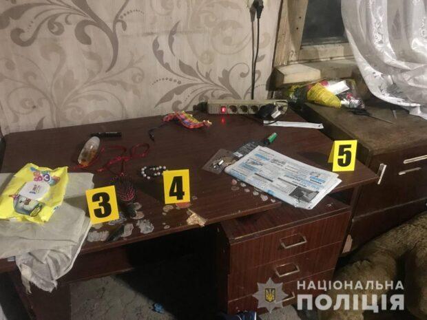 В Харьковской области пьяный мужчина держал в заложниках свою бывшую жену и четырехлетнего сына