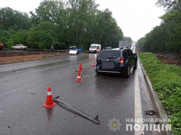 В Харьковской области полиция ищет водителя, который совершил смертельное ДТП и скрылся с места происшествия