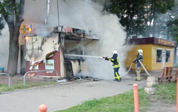 В Харькове сгорел киоск с шаурмой