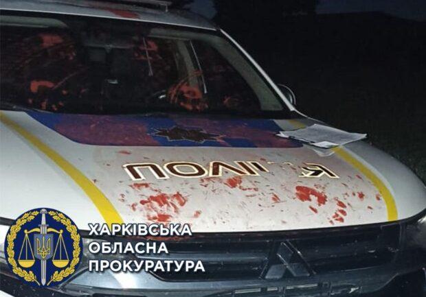 На Харьковщине парень повредил служебный автомобиль, а потом ударил в лицо полицейского - прокуратура (видео)