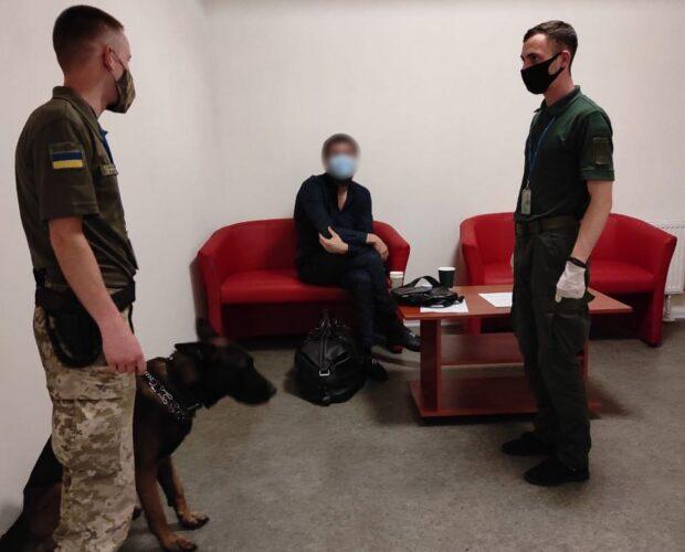 В харьковском аэропорту пограничники задержали россиянина, который совершил убийство