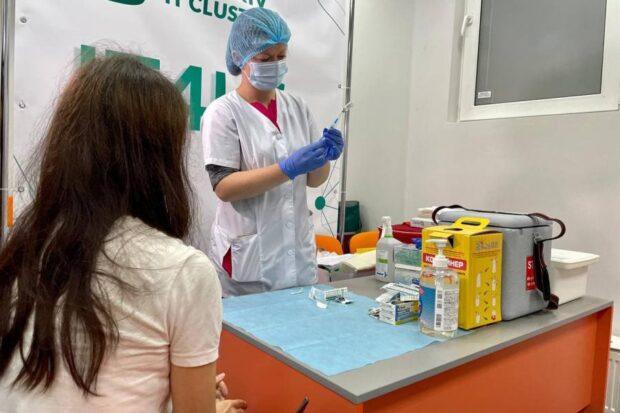 В центре Харькова заработал первый центр массовой вакцинации против COVID-19